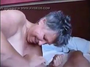 Geiles Luder bekommt Fotze und Arsch gestopft