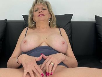 Mature Solo British Lady sonia lotion pussy