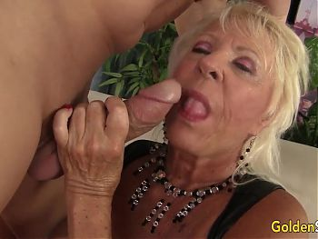 Big Tits GILF Mandi McGraw Gets Pounded