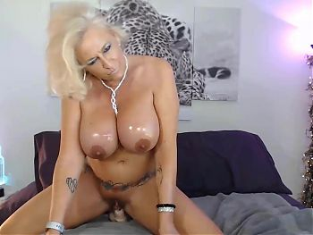Mature Blonde Pantera29 knows all about pure pleasure