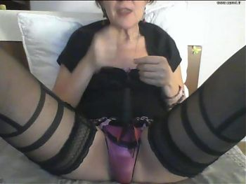 GRANNY CAM French Horny Granny play with her pee on ShowCam